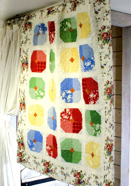 Layer Cakes Jelly Roll And Charm Quilts Keepsake Quilting